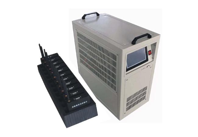 1 、功能齐全:集充电、放电、活化、单体检测、在线监测于一体,一机多用。 2 、安全可靠:采用PTC陶瓷合金电阻作为放电负载,避免红热现象,高纯阻性,无纹波干扰,多功能保护、全范围监测、使整个蓄电池组放电过程绝对安全。 3 、智能便捷:自带大屏幕图形LCD、7.0寸触摸屏,全汉化图形界面,操作简单,使用方便。采用智能单片机ARM控制,新型IGBT技术与高速采样结合,实现了连续无间隙负载控制,液晶中英文显示,菜单操作简单明了。 4、通迅齐全:具有有线与无线通讯双重功能,无线采集盒与充放电主机二者之间通过无线